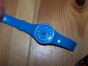 kaputte Uhr aus Plastik, die berühmte Marke, nicht kaufen!